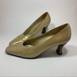 Vintage Salvatore Ferragamo Shoes Heals Pumps Gold
